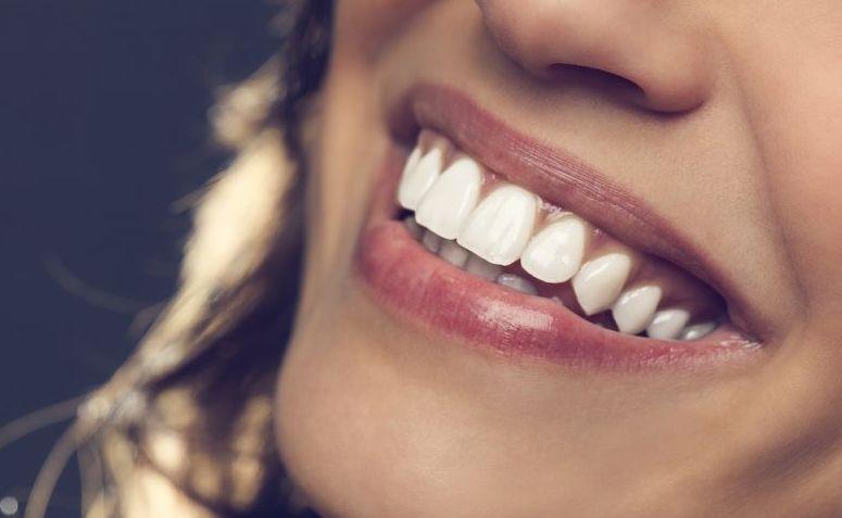 como-clarear-os-dentes-com-limão-02