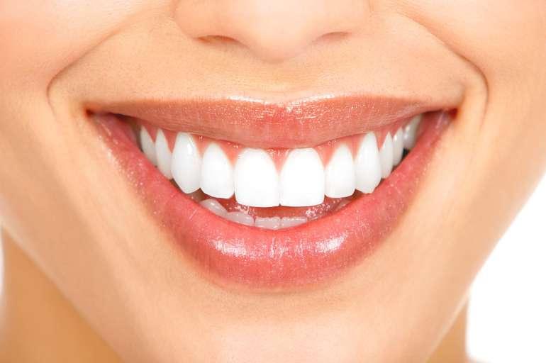 como-clarear-os-dentes-com-sal-02