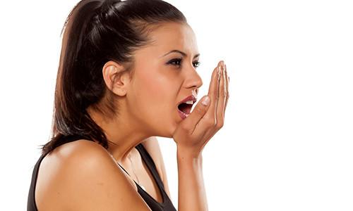 como-tratar-mau-hálito-causado-pelo-estomago-01