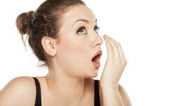 Como cuidar de mau hálito