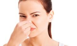 Como tratar mau hálito da garganta