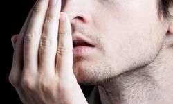 mau hálito na boca causas