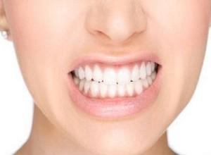 como clarear os dentes com sal