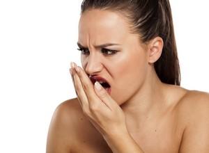 como tratar mau hálito causado pelo estomago