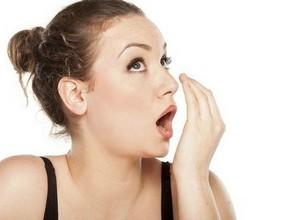 como tratar mau hálito do estomago