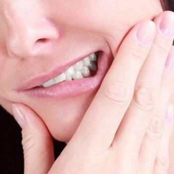 Como curar dente inflamado